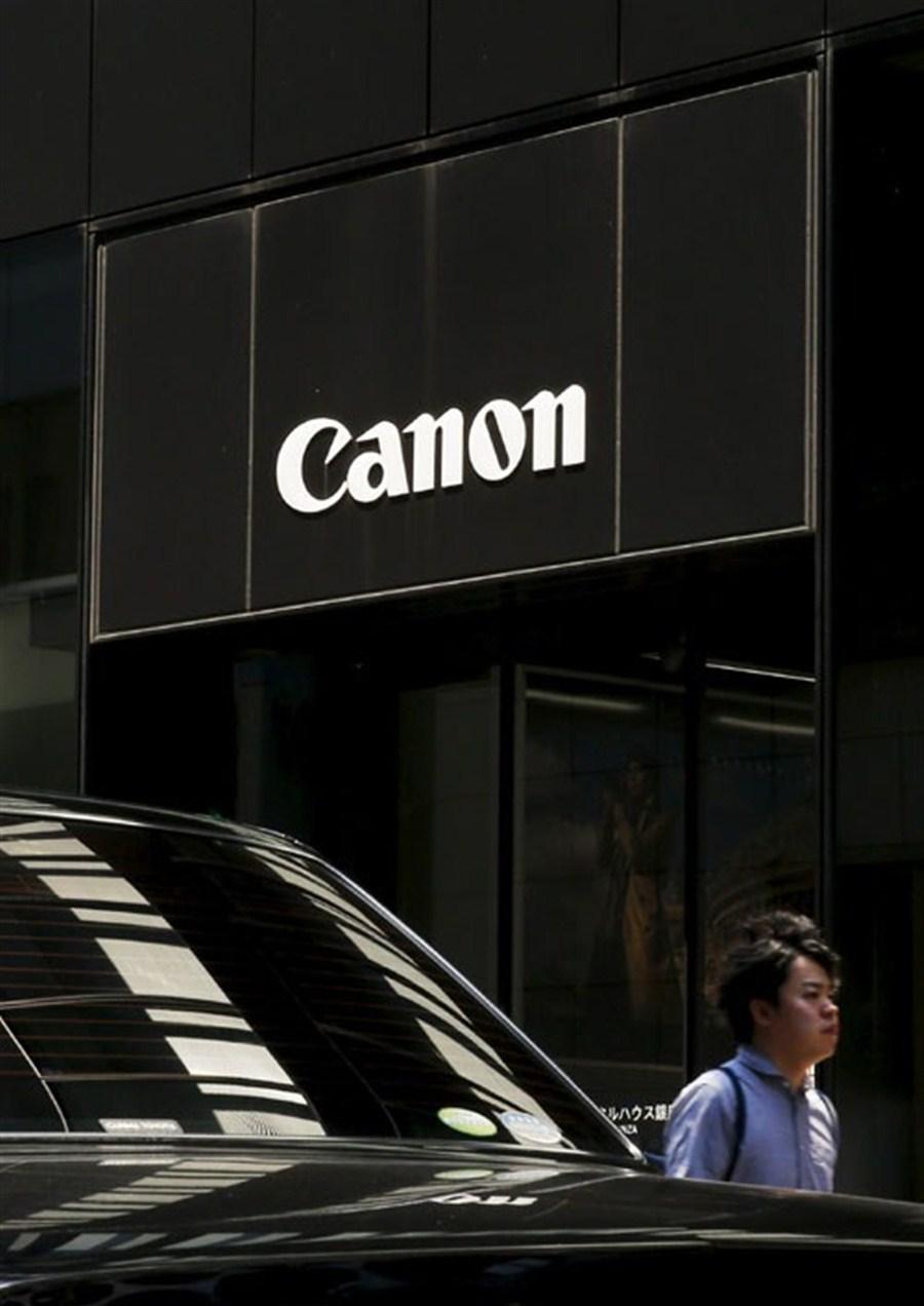 Smartphones hurt Canon