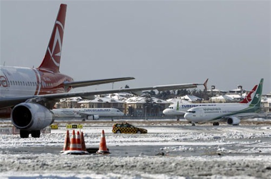 Snow grounds flights in Turkey