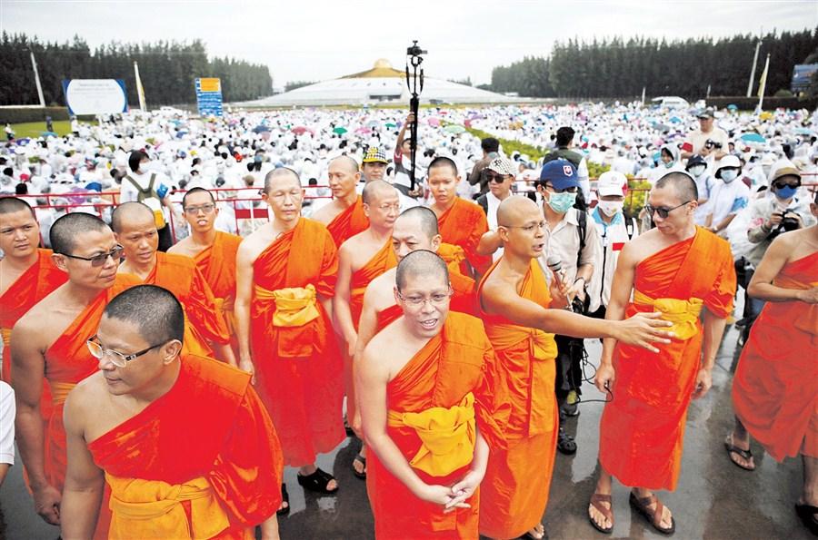 Followers prevent Thai abbot's arrest