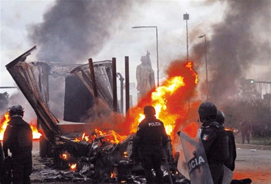 Teachers battle Mexico police, 6 killed