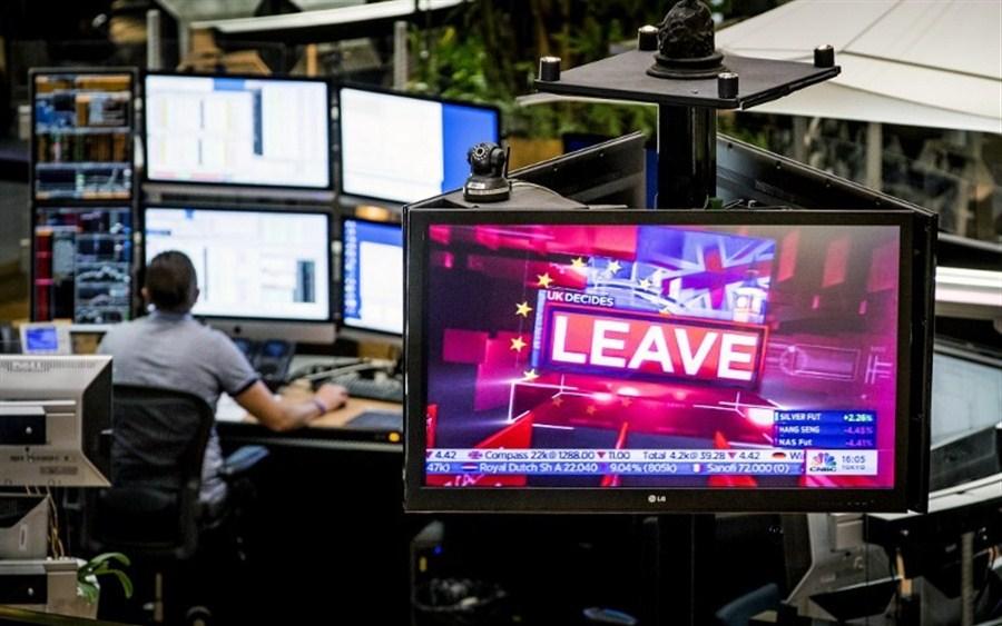 London stocks cut losses on Cameron resignation