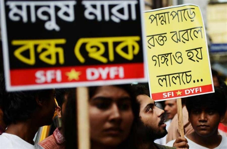 Bangladesh police may have shot hostage