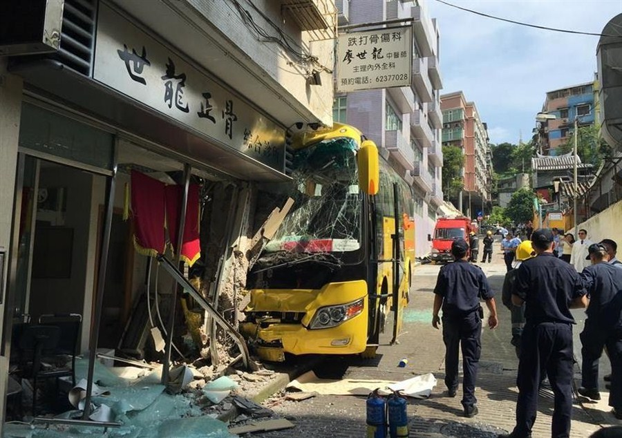 32 tourists injured in Macau bus accident