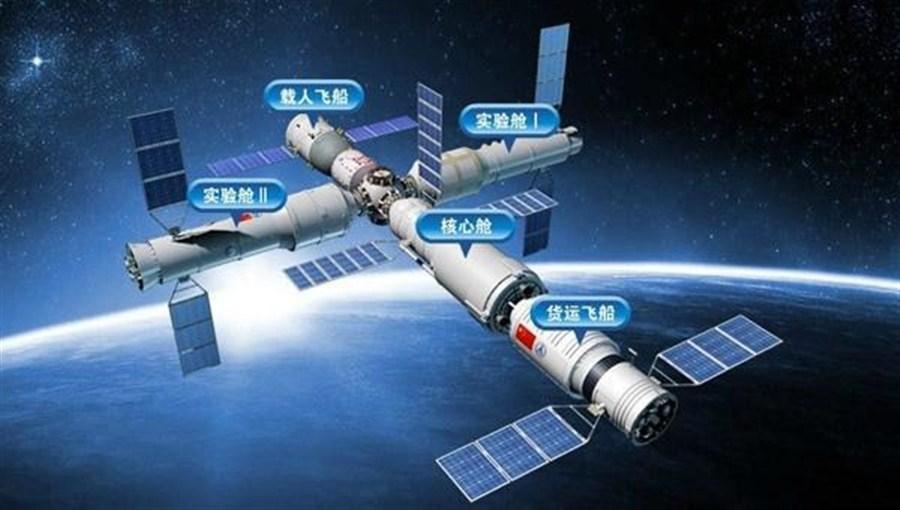 Shenzhou-11 manned spaceship reaches launch ground