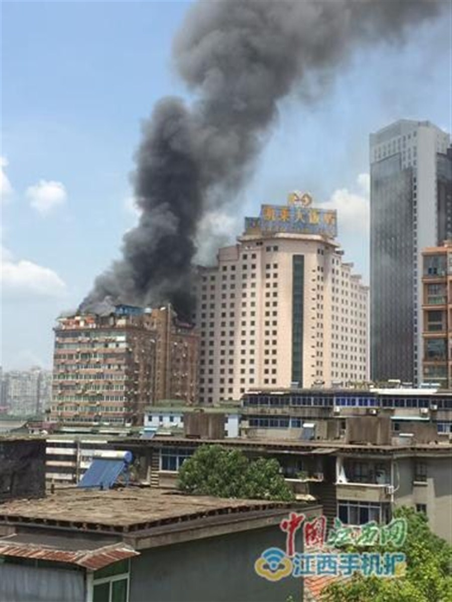 Fire breaks out at residential building in east China