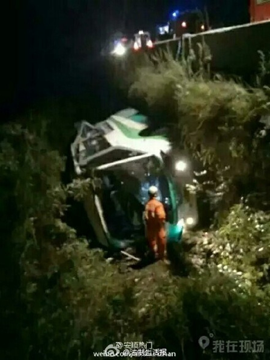 Coach accident in SW China kills 9, injures 11