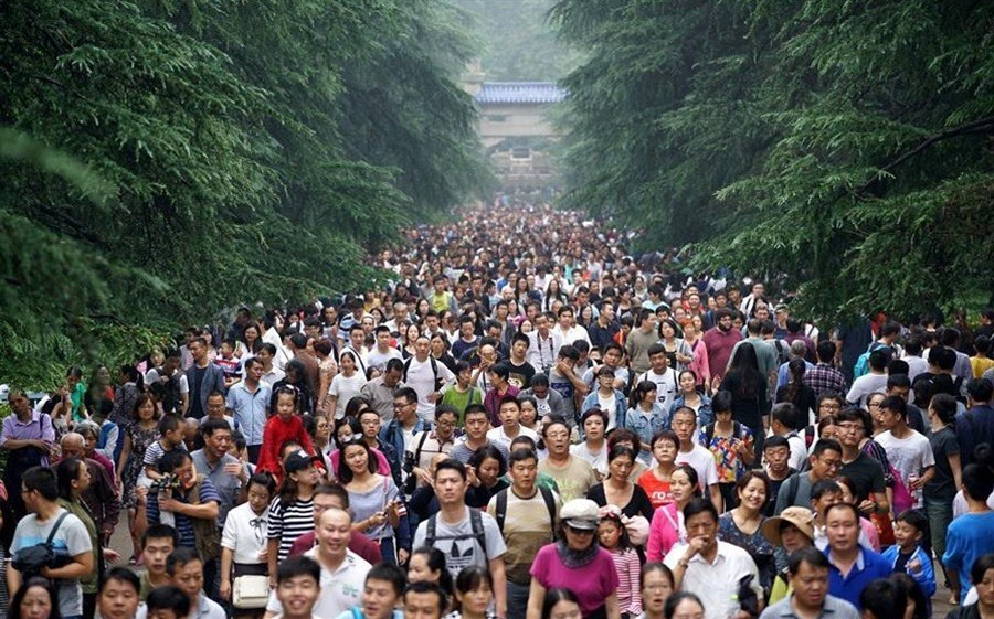 China records more tourist visits, spending as holiday kicks off