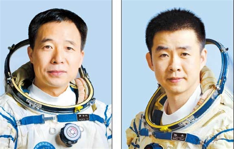 Manned mission prepares the way for space station