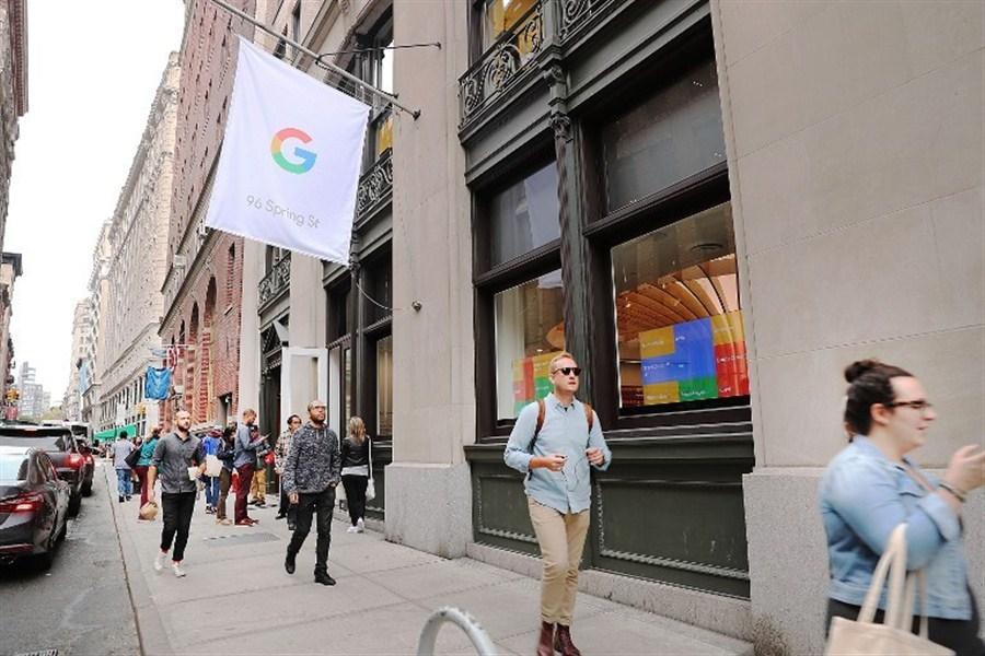 Google hawks hardware in real-world 'showroom'