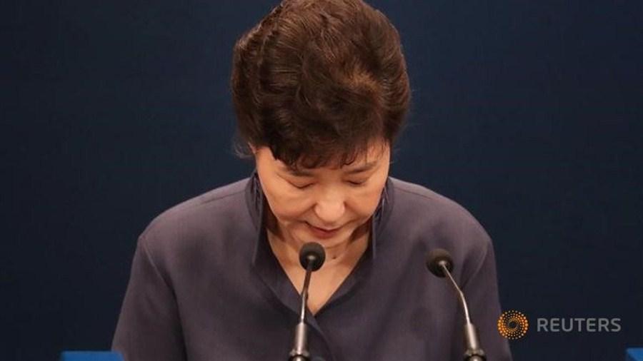 Park apologizes for seeking friend's advice