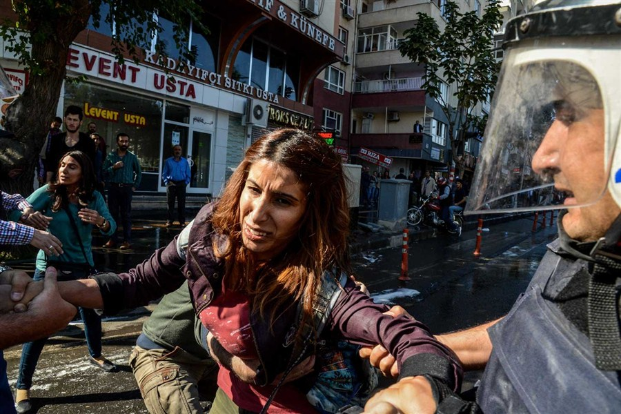 Kurdish protesters detained