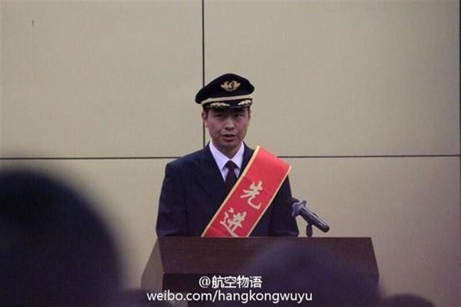 China Eastern awards captain, crew for avoiding air disaster