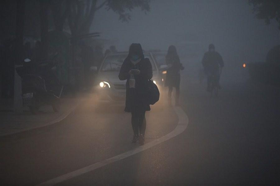 China maintains orange alert for smog