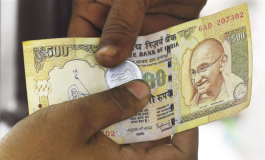 India withdrawing big banknotes causes chaos in cash economy