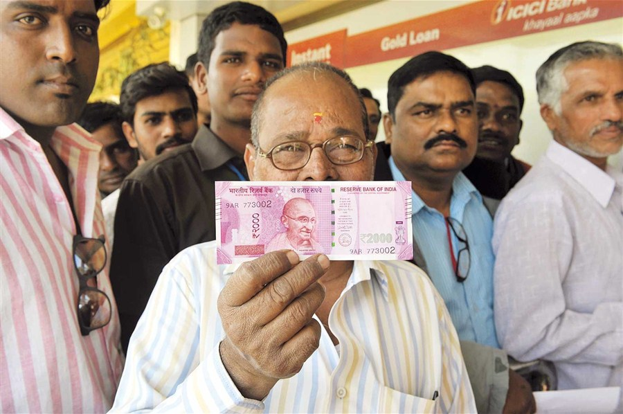 Long lines at Indian banks after reopening