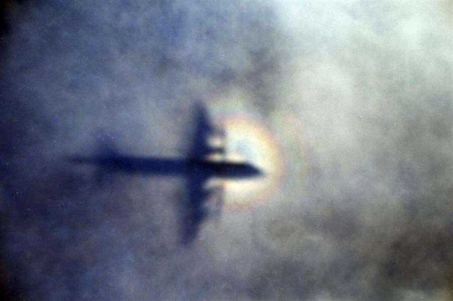 Flight 370 families to search for debris