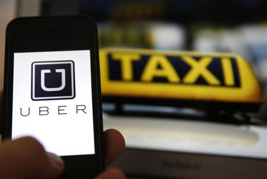 Uber China to shut old app interface, drivers merged