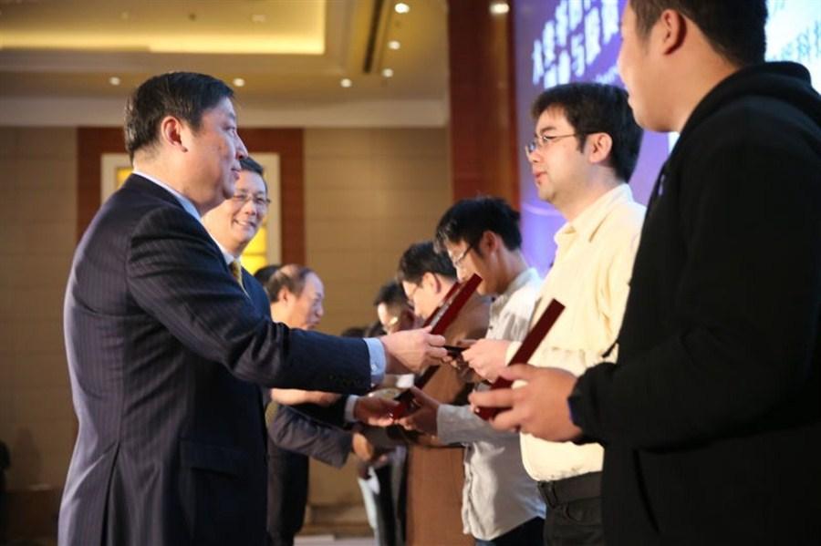 Investors identify new target industries