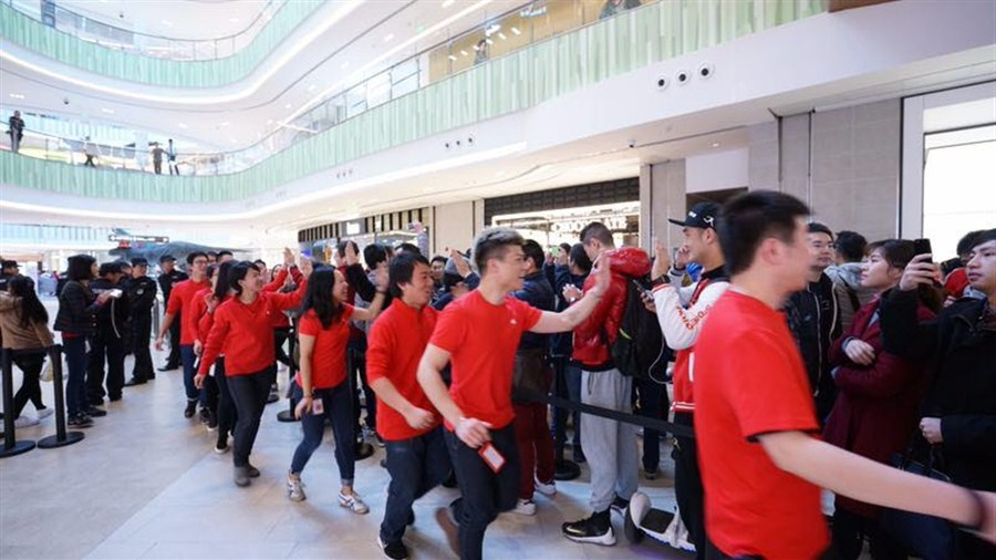 Apple opens new store in Shanghai's Qibao area