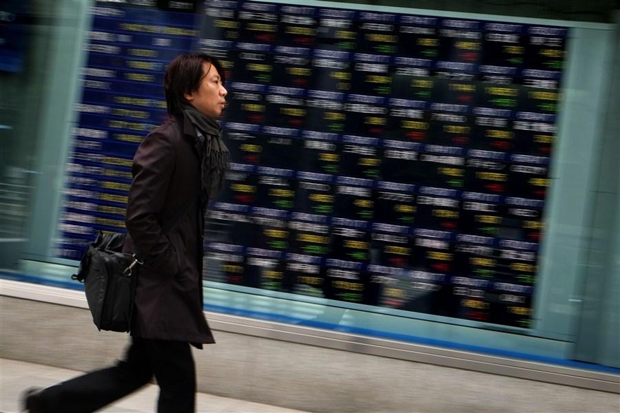 Shanghai rises, Tokyo dips in quiet stock trade