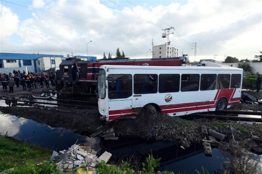 Tunisia rail-bus collision kills 5, 52 hurt