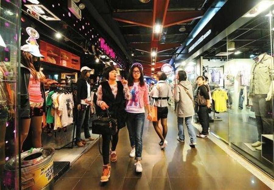 Shanghai consumers lose nerve in Q4