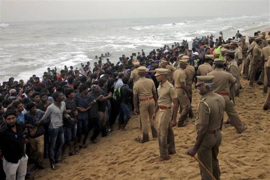 Bull-taming sport fans target cops in India