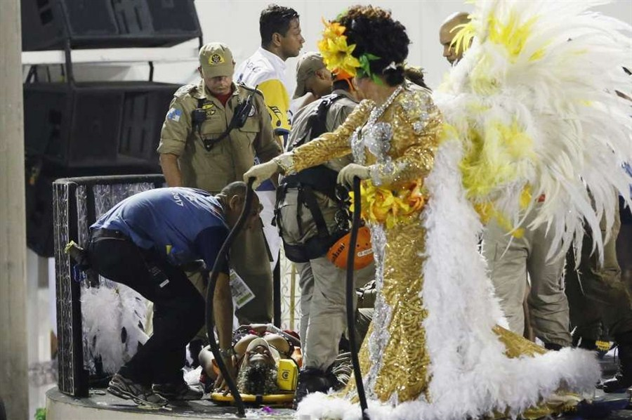 12 hurt as Rio Carnival float collapses