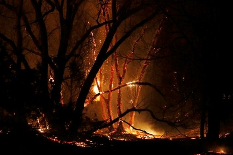 Winds to ease as crews battle US wildfires