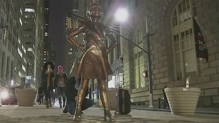 Wall St's defiant girl statue stays in situ