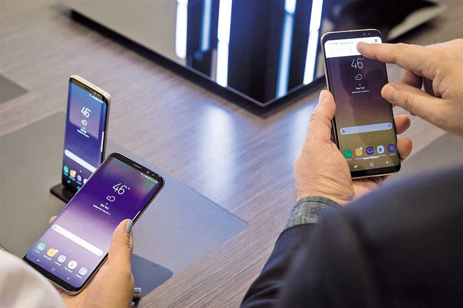 Samsung unveils S8, aims to rally from Note 7