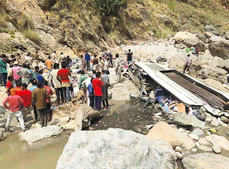 Bus plunges into ravine, killing 44