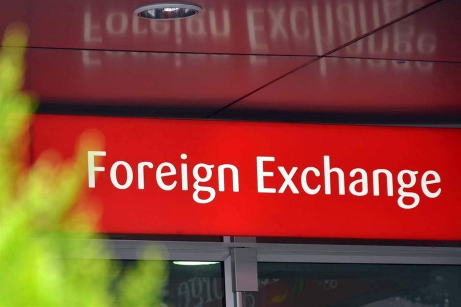 China's net forex sales slow in April