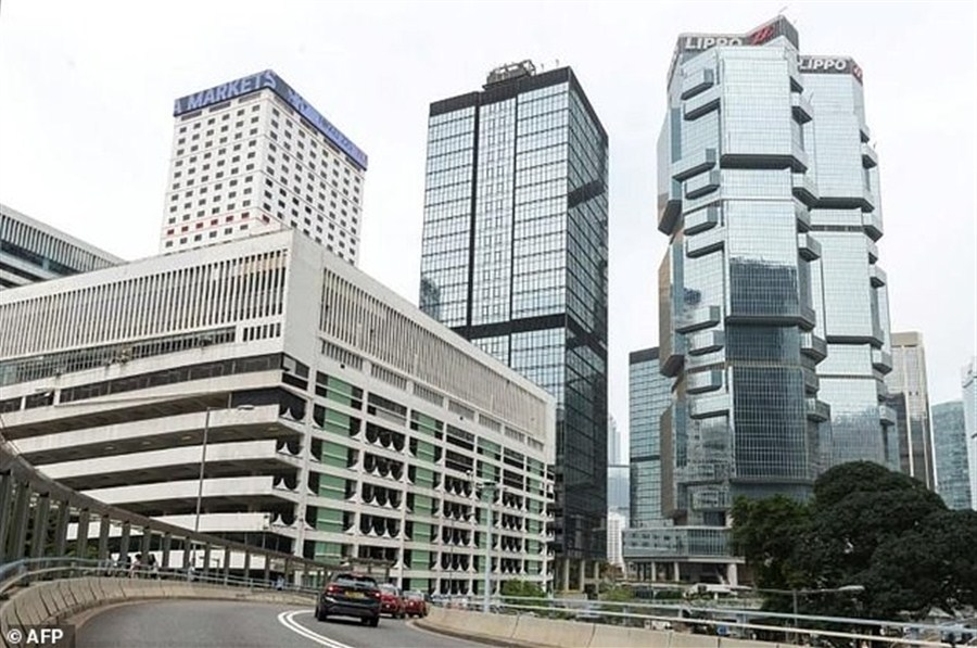 HK tycoon pays record US$3b for prime plot