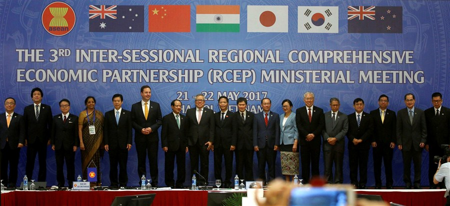 Ministers work out details of trade pact
