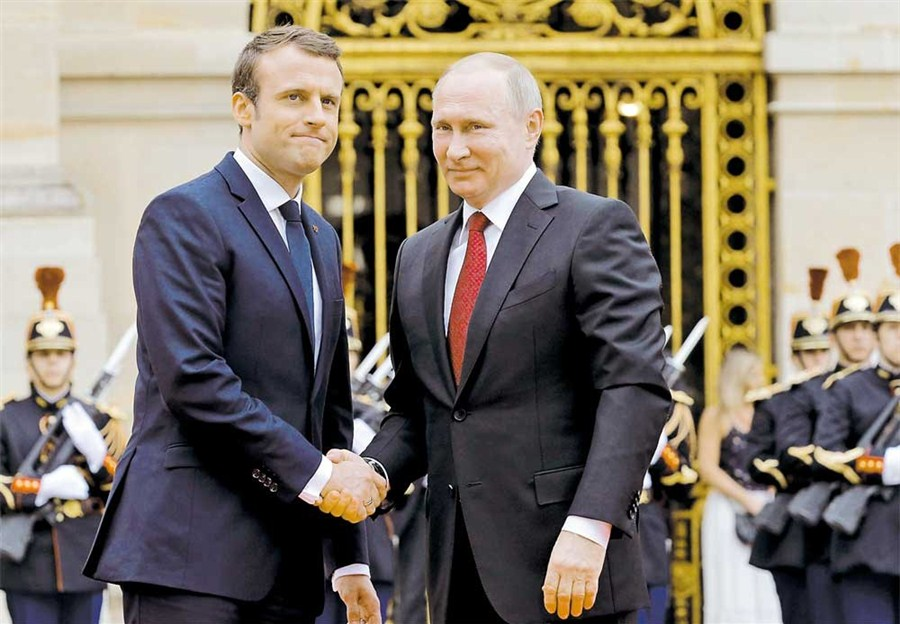 Putin meets Macron and denies meddling charges