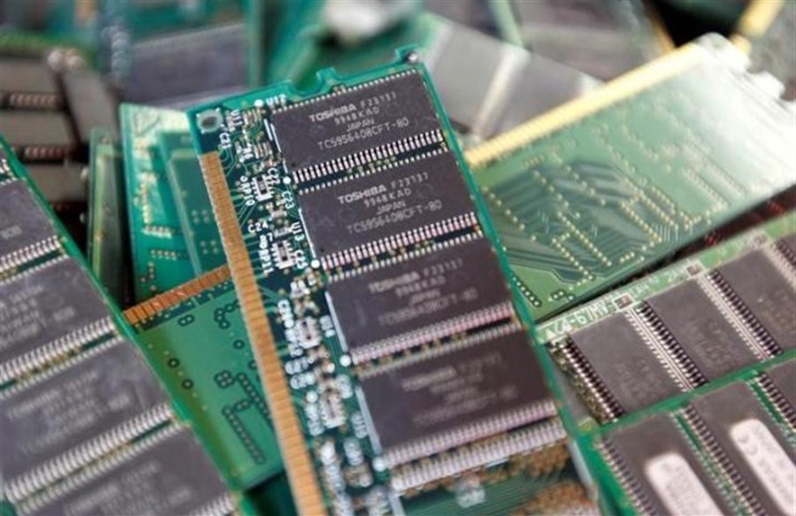 Apple, Dell to join Foxconn-led bid for Toshiba's prized chip unit