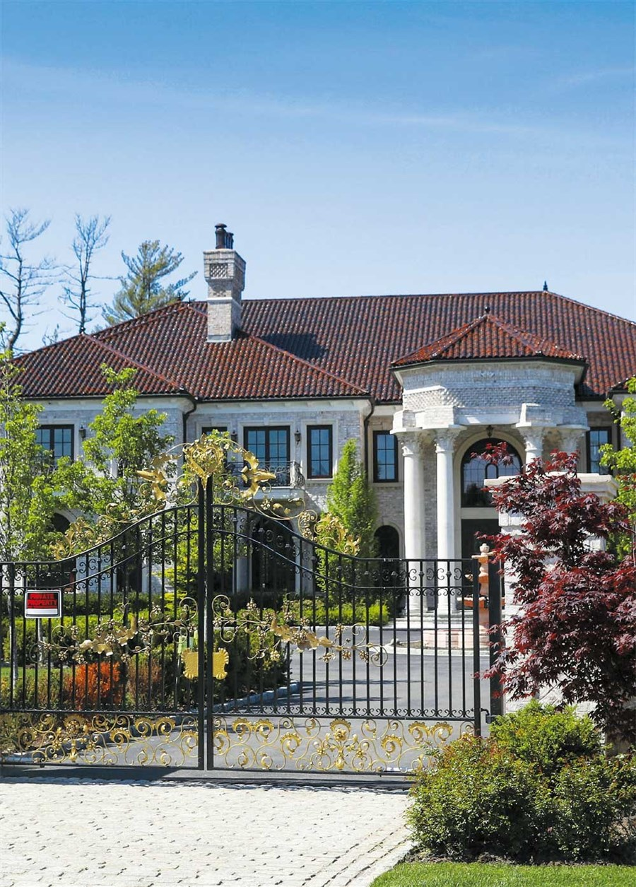 Luxury home buyers pause on Gatsby's North Shore