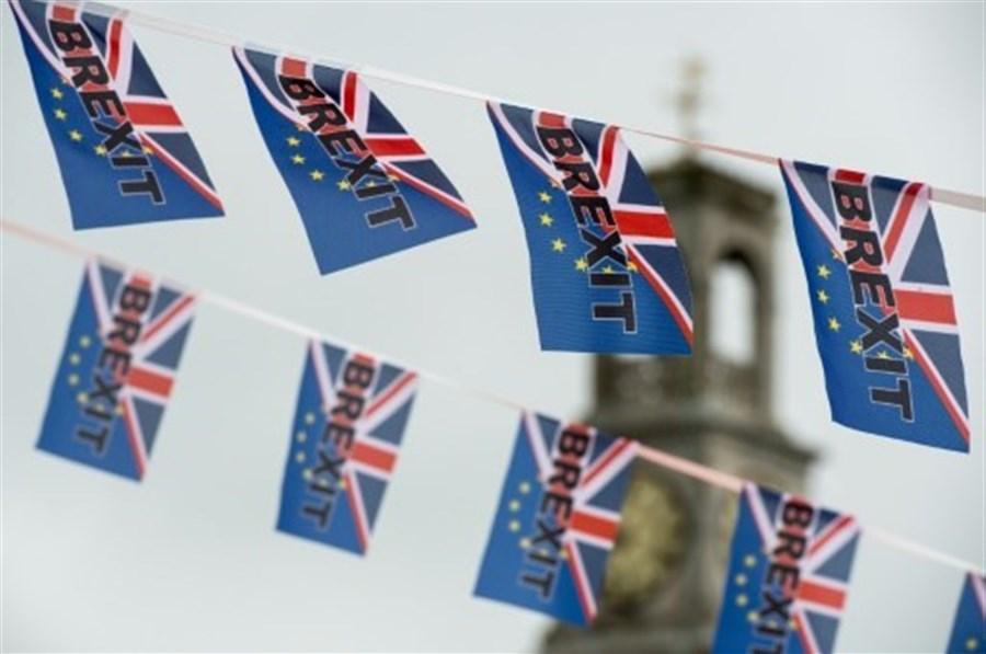 EU migration to Britain falls sharply: study