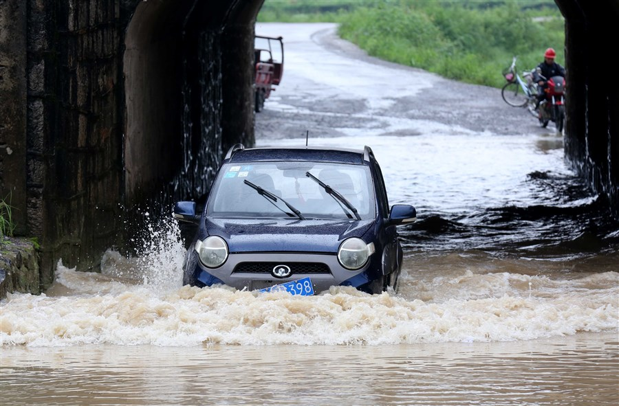 Downpours, floods wreak havoc in Chinese provinces