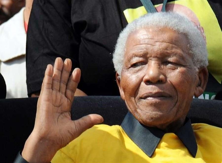 Mandela ambulance 'caught fire', his surgeon reveals