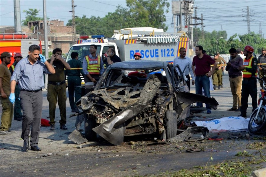 26 dead as blast hits police team in Pakistan