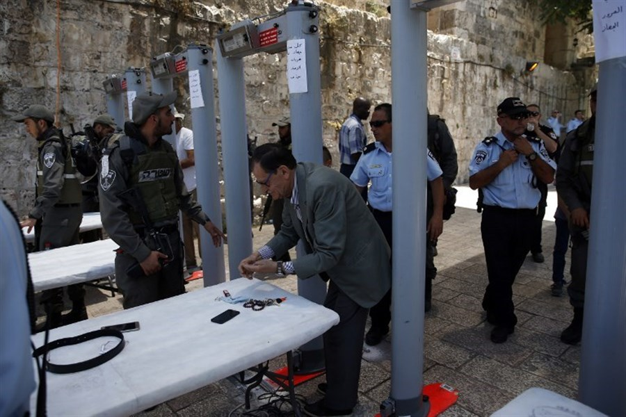 Israel to remove metal detectors from entrance to Jerusalem holy site
