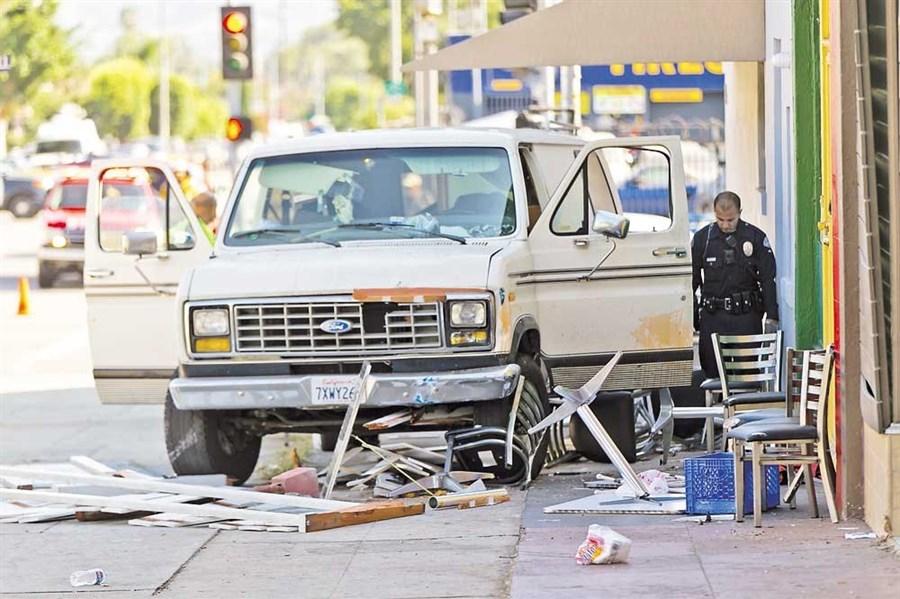 9 injured in LA van crash