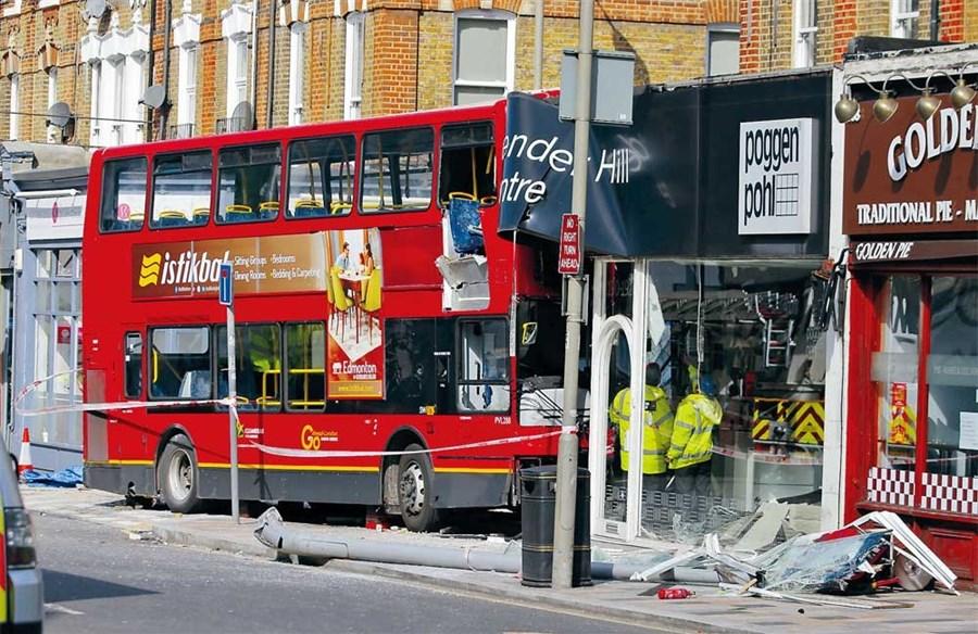 10 hurt in London bus crash