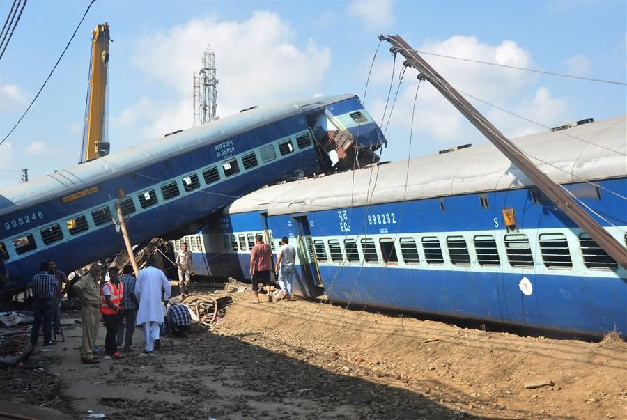 23 dead, 156 hurt in India rail crash