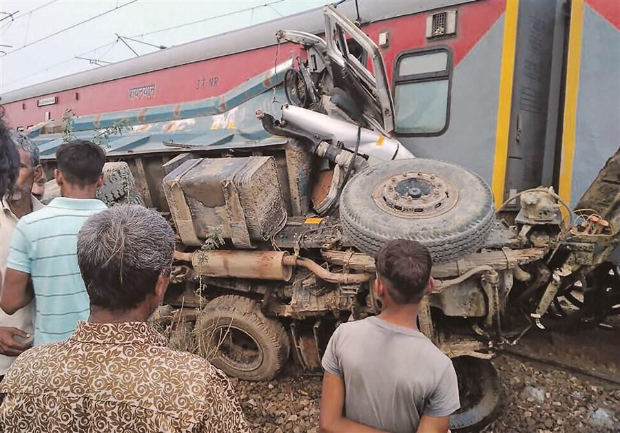 74 hurt in train derailment in India