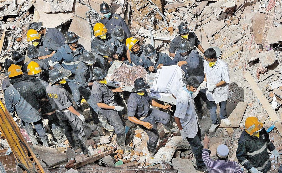 21 die in collapsed building in Mumbai