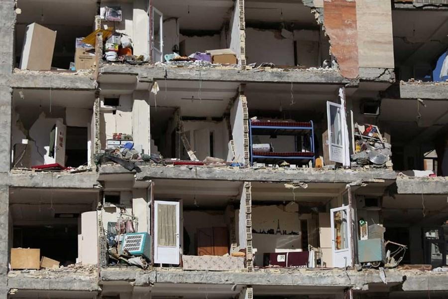 Hundreds killed in Iran-Iraq quake