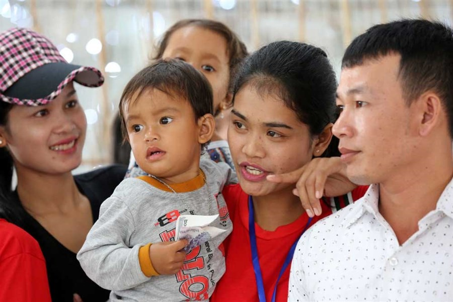Cambodian maids head to HK despite reports of abuse